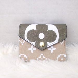 Louis vuitton wallet 4 x 4 x 1